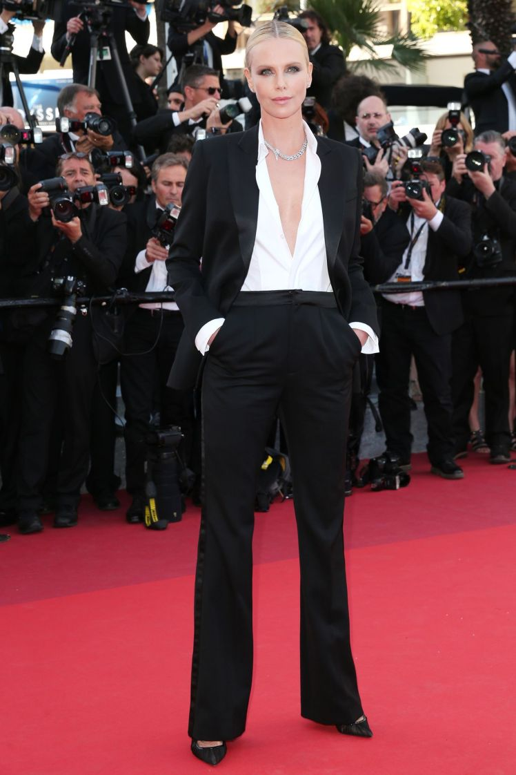 cannes-2016-charlize-theron-en-smoking-dior_5601667